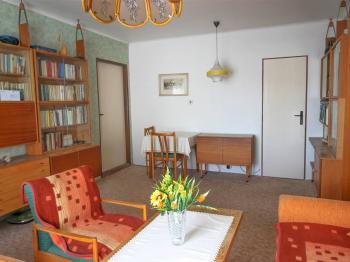 obývací pokoj- byt v patře - Prodej domu v osobním vlastnictví 228 m², Komařice
