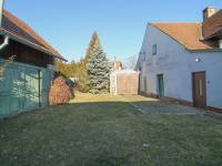 dvůr s vjezdem - Prodej domu v osobním vlastnictví 228 m², Komařice