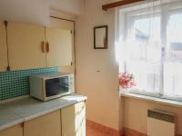 kuchyně - byt v patře - Prodej domu v osobním vlastnictví 228 m², Komařice