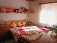 ložnice - byt v patře - Prodej domu v osobním vlastnictví 228 m², Komařice