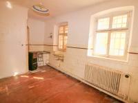kuchyně - byt v přízemí - Prodej domu v osobním vlastnictví 228 m², Komařice