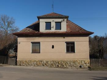 Pohled z hlavní silnice - Prodej domu v osobním vlastnictví 77 m², Lanškroun
