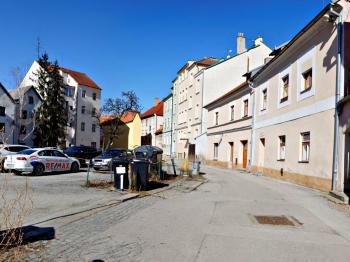 POHLED NA DŮM - Prodej bytu 2+1 v osobním vlastnictví 45 m², České Budějovice