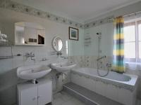 koupelna v 1.NP - Prodej chaty / chalupy 238 m², Vlachovo Březí