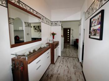 vstupní hala - Prodej bytu 3+1 v osobním vlastnictví 73 m², Vyšší Brod