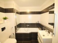koupelna - Prodej bytu 2+kk v osobním vlastnictví 101 m², České Budějovice