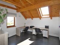 pokoj 13,5 m2 v podkroví - Prodej domu v osobním vlastnictví 172 m², Ločenice