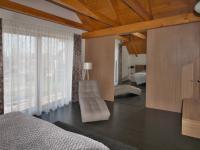 ložnice se šatnou a balkonem - Prodej domu v osobním vlastnictví 172 m², Ločenice