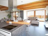 obývací místnost s kuchyňským koutem - Prodej domu v osobním vlastnictví 172 m², Ločenice