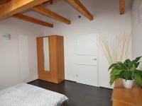 pokoj 14,5 m2 v podkroví - Prodej domu v osobním vlastnictví 172 m², Ločenice