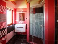 koupelna - Prodej domu v osobním vlastnictví 172 m², Ločenice