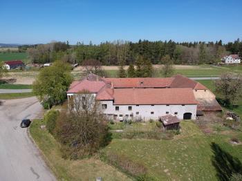 Prodej komerčního objektu 1350 m², Velešín