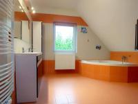 Koupelna - 2. NP - Prodej domu v osobním vlastnictví 147 m², Rychnov nad Kněžnou