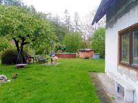 Pohled od domu do zahrady - Prodej domu v osobním vlastnictví 147 m², Rychnov nad Kněžnou