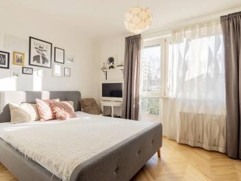 Ložnice s terasou - Prodej bytu 2+1 v osobním vlastnictví 82 m², Praha 3 - Žižkov