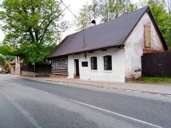 Pohled na dům ze silnice - Prodej chaty / chalupy 81 m², Červený Kostelec