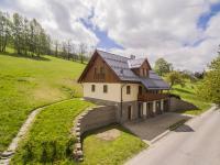 pohled na nemovitost od příjezdové cesty - Prodej domu v osobním vlastnictví 220 m², Rokytnice nad Jizerou