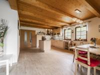Přízemí, pohled na zázemí kuchyně - Prodej domu v osobním vlastnictví 220 m², Rokytnice nad Jizerou