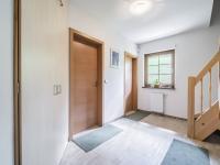 vestibul při vchodové části, přízemí - Prodej domu v osobním vlastnictví 220 m², Rokytnice nad Jizerou