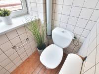 Prodej bytu 1+1 Lanškroun koupelna s vanou a WC - Prodej bytu 1+1 v osobním vlastnictví 35 m², Lanškroun
