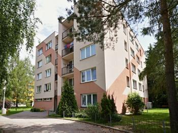 Přední strana domu - Prodej bytu 3+1 v osobním vlastnictví 70 m², Borovany