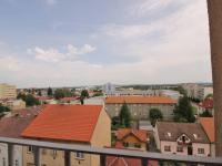výhled z obývacího pokoje - Prodej bytu 3+1 v osobním vlastnictví 66 m², České Budějovice