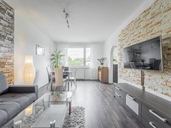obývací pokoj - Prodej bytu 3+1 v osobním vlastnictví 74 m², Lanškroun