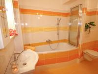 koupelna - Prodej bytu 3+kk v osobním vlastnictví 74 m², České Budějovice