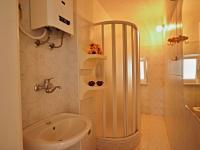 Koupelna v přízemí - Prodej domu v osobním vlastnictví 140 m², Žinkovy