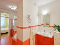 koupelna - Prodej bytu 4+kk v osobním vlastnictví 107 m², České Budějovice