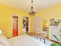 ložnice se šatnou a vstupem do koupelny - Prodej bytu 4+kk v osobním vlastnictví 107 m², České Budějovice