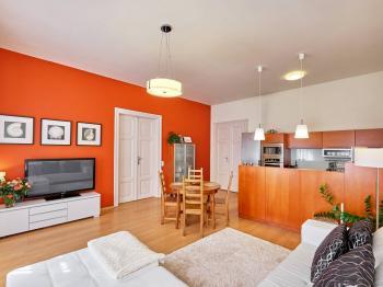 obývací pokoj s kuchyňským koutem - Prodej bytu 4+kk v osobním vlastnictví 107 m², České Budějovice