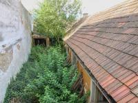 pohled z balkonu na dvůr se stavbami - Prodej domu v osobním vlastnictví 424 m², Trhové Sviny