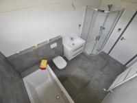 koupelna - Prodej domu v osobním vlastnictví 138 m², České Budějovice