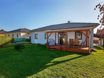 pohled ze zahrady - Prodej domu v osobním vlastnictví 90 m², Srubec
