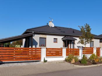 čelní pohled - Prodej domu v osobním vlastnictví 90 m², Srubec