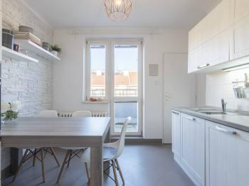 Kuchyně s terasou - Prodej bytu 2+1 v osobním vlastnictví 82 m², Praha 3 - Žižkov