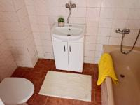 KOUPELNA - Prodej domu v osobním vlastnictví 193 m², Popelín