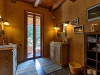 koupelna u hlavní ložnice - Prodej domu v osobním vlastnictví 220 m², Mirkovice