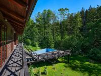 terasa podél celé obytné části - Prodej domu v osobním vlastnictví 220 m², Mirkovice
