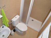 Koupelna uzamykatelná ke každé garsoniéře přes chodbu. - Pronájem bytu Garsoniéra v osobním vlastnictví 16 m², Zdíkov