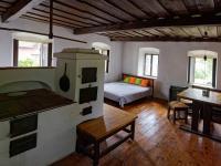 OBÝVACÍ POKOJ S KUCHYŇSKÝM KOUTEM V OBJEKTU Č. 1 - Prodej domu v osobním vlastnictví 140 m², Malonty
