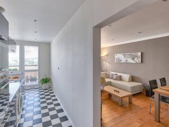 kuchyň a obývací pokoj - Prodej bytu 2+1 v osobním vlastnictví 57 m², České Budějovice