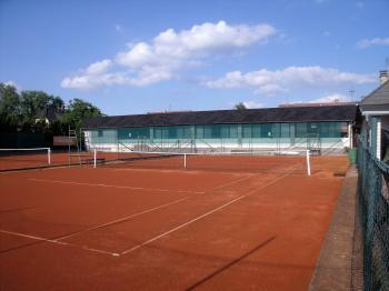 tenisové kurty - Prodej penzionu 1530 m², Babice
