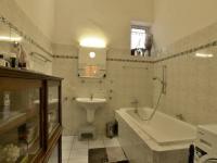Koupelna  (Prodej bytu 4+1 v osobním vlastnictví 174 m², Praha 6 - Bubeneč)