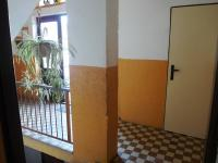 pohled do chodby domu (Prodej bytu 4+kk v osobním vlastnictví 83 m², Velké Popovice)