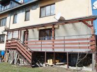 pohled na terasu (Prodej bytu 4+kk v osobním vlastnictví 83 m², Velké Popovice)