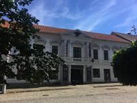 Pohled u ulice (Prodej hotelu 2197 m², Kostelec nad Černými lesy)