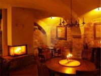 Stylová restaurace a vinárna s krbem (Prodej hotelu 2197 m², Kostelec nad Černými lesy)