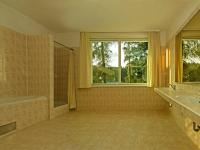 koupelna (Prodej domu v osobním vlastnictví 448 m², Šestajovice)
